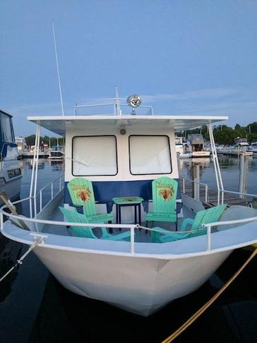 Lake Michigan Houseboat Rentals: Find Cheap $59 Houseboat