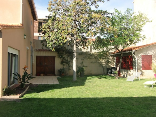 Charming Villa With Fenced Garden Approximately 400m²