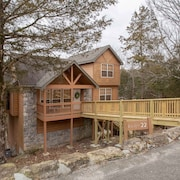 Whispering Woods Lodge-Sleeps 10 - 4 Br Home