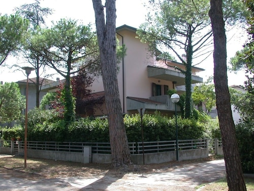 Slendida House IN Villa With Private Garden