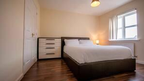 4 makuuhuonetta, silitysrauta/-lauta, internet, vuodevaatteet