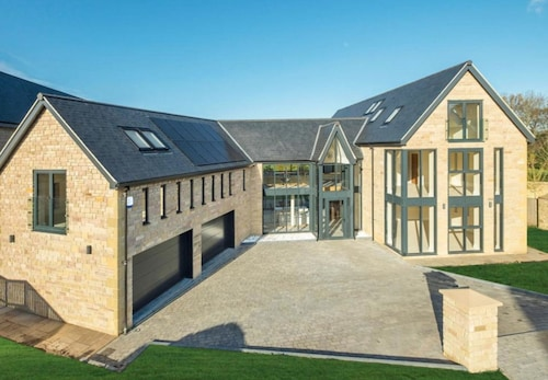 5 bed Luxury House in Durham