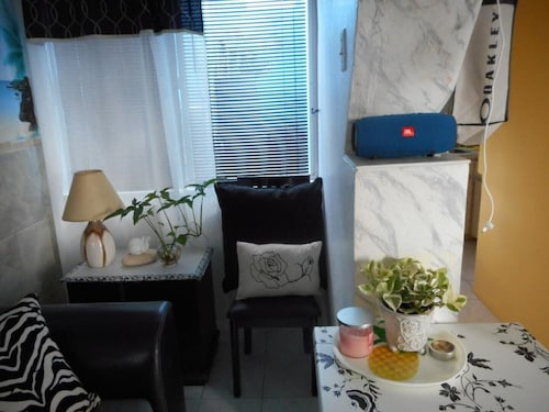 Blue Horizon Guest House With Sofa bed - Studio #9
