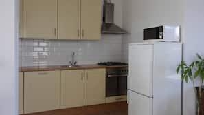 Geladeira, micro-ondas, fogão, cooktop