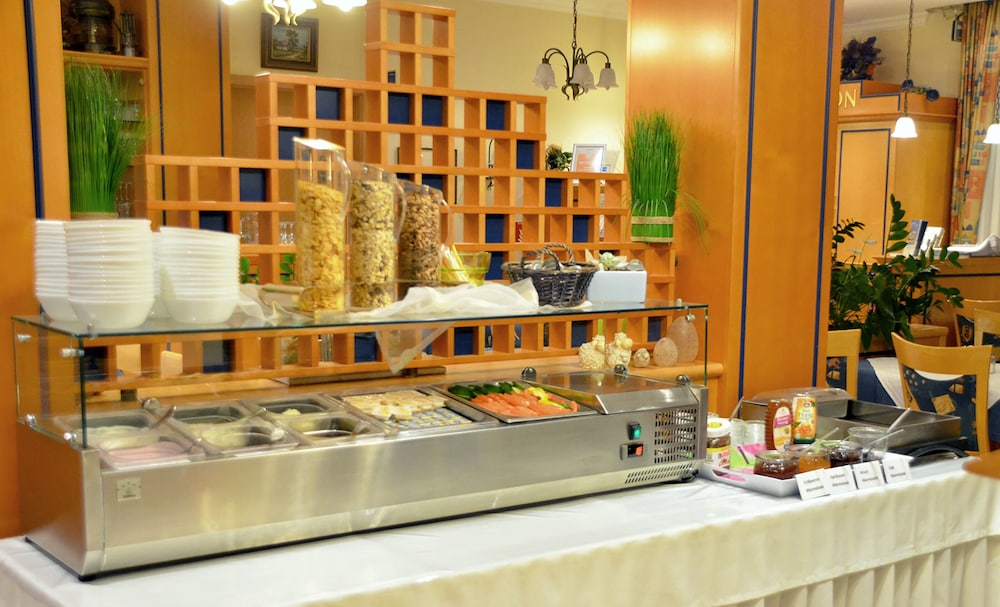 Breakfast buffet, Hotel Morjan