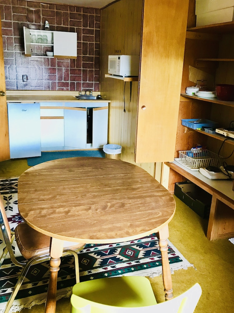 Private Kitchenette, Stardust Motel