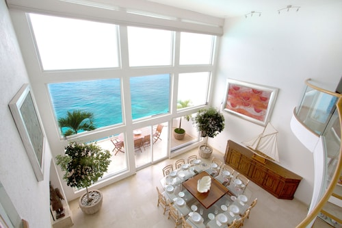 Beautiful Oceanfront 3-level Penthouse With Hotel Services and Private Terraces