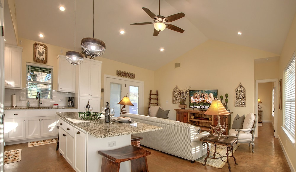 Private Kitchen, Lone Star Cabin No. 4 ~ Texas Hill Country