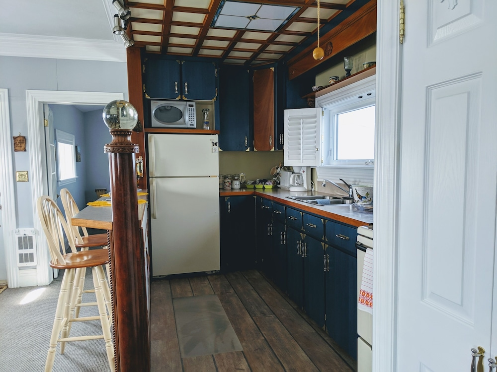 Private Kitchen, Waterfront Cottage in Cocagne