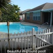 Home Near Perdido Keys With Pool in Pensacola