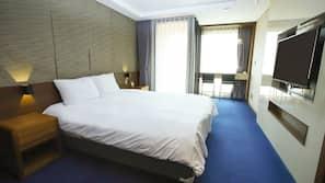 家具佈置各有特色、窗簾、免費 Wi-Fi、床單