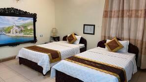 Premium bedding, minibar, desk, free WiFi