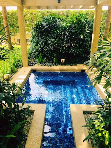Pool, Fully Furnished 1 Bedroom Apartment Comes With hot Bathtub