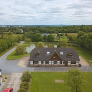 Stunning 7 Bedroom Lakeside Lodge in Beautiful Shannon Countryside - Roscommon