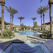 Lake Las Vegas Beautiful Poolside 2 Bedroom Condo. 20 min to The Strip