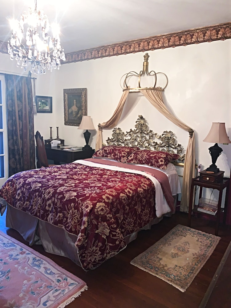 Room, The Villa Bed and Breakfast