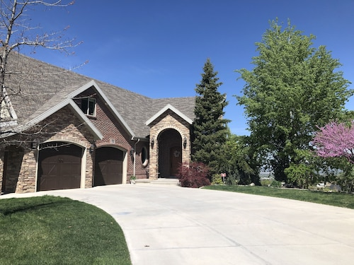 Beautiful Comfortable Home Close to ski Resorts and Downtown Salt Lake City