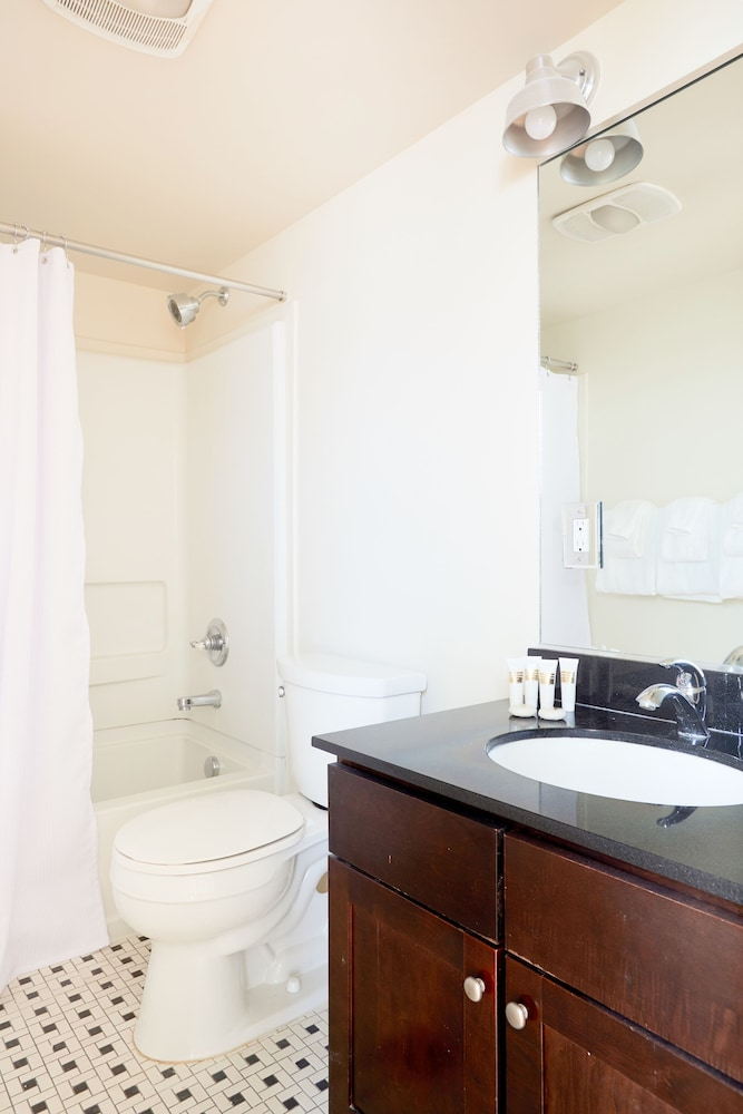 Bathroom, Sonder — Constance Lofts