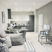 Snapos Luxury Serviced Apartments Meridian House - Bedford