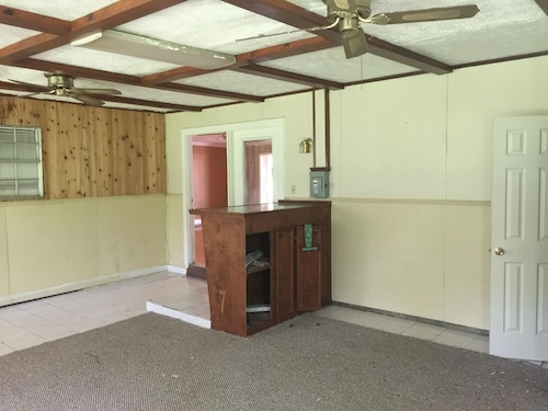 Three Private Rooms in a Spacious and Safe 5 Bedroom 2 Bath House in Northwest