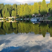 Serene Private Lakefront Apartment in Redmond With Full Kitchen/bath/w/d