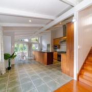 Takapuna Central Spacious & New Home 2