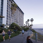 2 Bedroom Condo Suite Oceanfront! Pacific Beach/mission Beach Capri by the Sea
