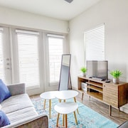 Chic Bright & Airy 2bd/2ba Near Downtown Amazing City Views!!!