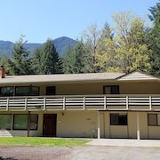 Packwood Special! No Cleaning fee and Price Includes up to 10 People