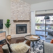 Luxury 2BR in Scottsdale by WanderJaunt