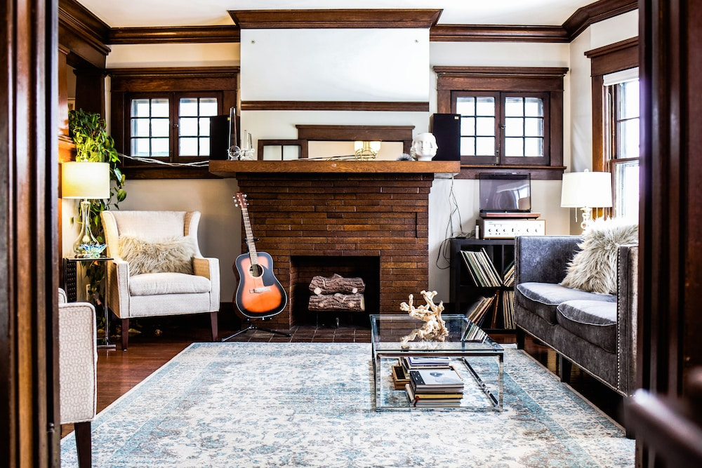 Surprising Large Chic Apt With Parking In Hip Allentown In Buffalo Interior Design Ideas Tzicisoteloinfo