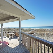 Beachfront, Pet Friendly! Tranquility Base by Harris Properties. Quiet Seclusion