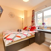 Premium King Bedroom - Free Parking, Breakfast & Wifi, Netflix, LED TV, Kitchen