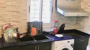 Réfrigérateur, micro-ondes, four, blender