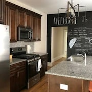 Chouteau UL · Gorgeous 2nd Floor 3 Bed/2 Bath Apt Near the Grove