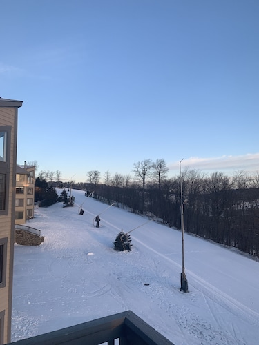Ski In/out- Top of the Mountain With a Great View- Not Many Condos Like This!