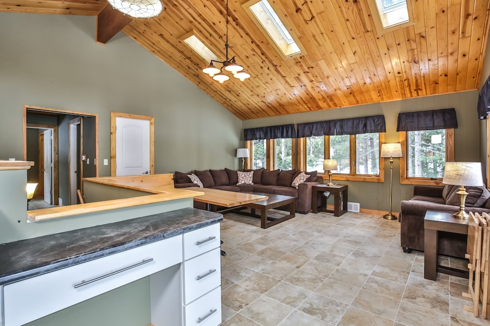 Living Room, Mike's Five Bedroom Chalet on Eagle River Chain