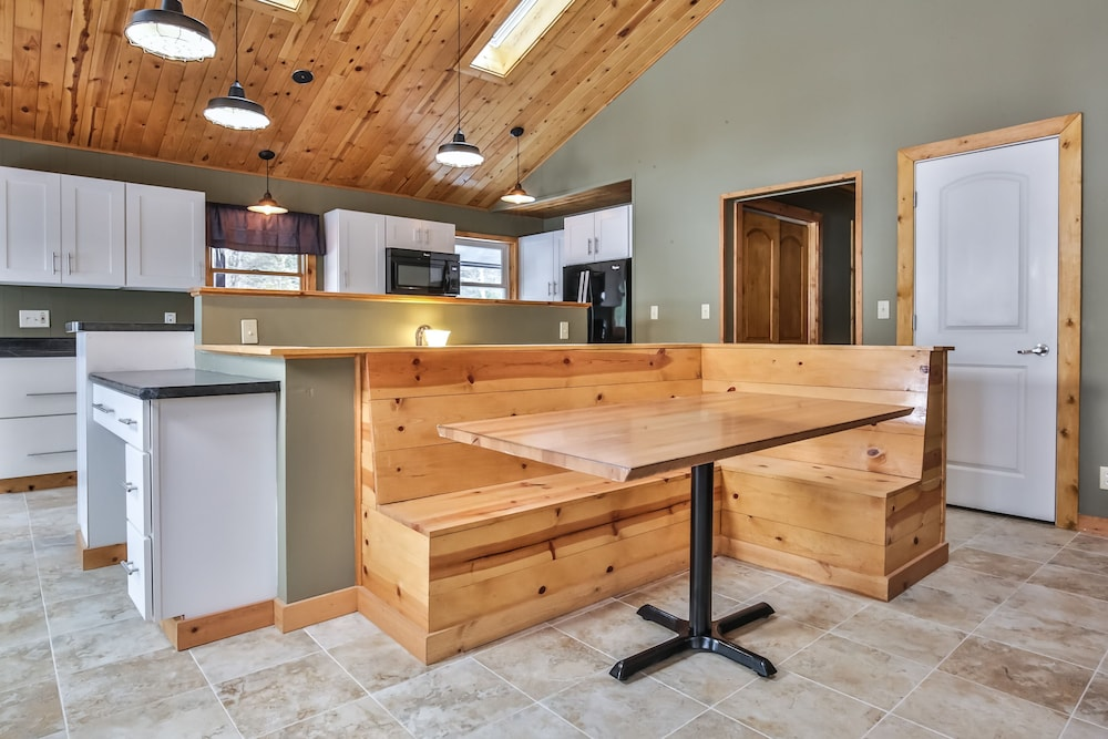 Private Kitchen, Mike's Five Bedroom Chalet on Eagle River Chain