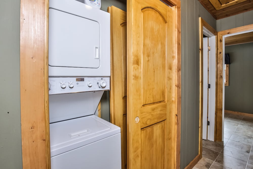 Laundry, Mike's Five Bedroom Chalet on Eagle River Chain