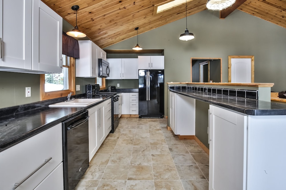 Featured Image, Mike's Five Bedroom Chalet on Eagle River Chain