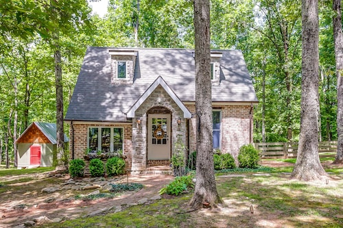 Storybook Cottage - Charming Leiper's Fork Cottage - Under NEW Ownership