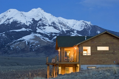 Close to Yellowstone With Game Room! Amazing Views From Outdoor Deck