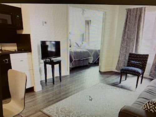 Gorgeous ONE Bedroom Condo 5 MIN TO Disney.. Summer Dates Available