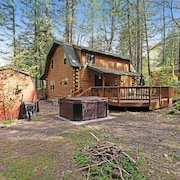 Dog-friendly Cabin in the Woods w/ Private hot tub & Shared Pool/tennis!