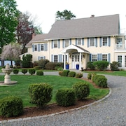 Classic New England Private Estate ~ Close To Boston ~ 5 Beds / 5 Baths