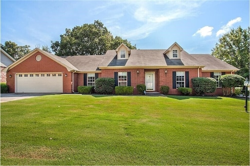 4 Bedroom Home 10 Minutes From Donald W. Reynolds Razorback Stadium