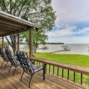 Cedar Creek Lakefront Home w/ Dock+game Room!