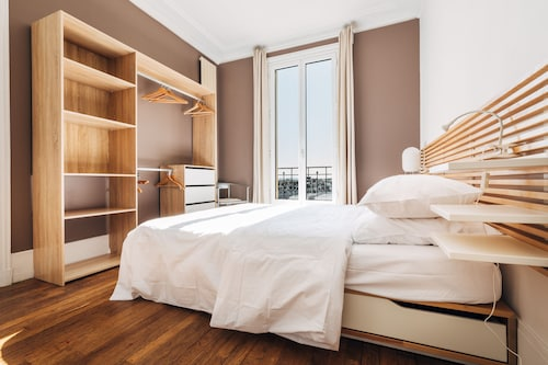 Spacious and Quiet 1 Br/ba Close to Line 1- 10 min From Champs Elysees