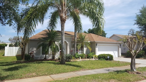Central Florida Ranch Near Space Center. 3 Bedrooms, 2 Bathrooms, Sleeps 4