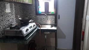 冰箱、炉灶、茶具/咖啡用具、厨具/餐具